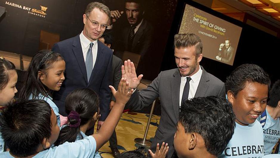 David_Beckham_Marina_Bay_Sands_Light-up_Christmas_2015_charity_kids_singapore_ashlogue.com