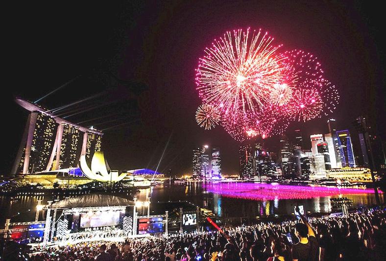Marina_Bay_Sands_new_year_countdown_SG50_fireworks_2015_singapore_ashlogue.com_