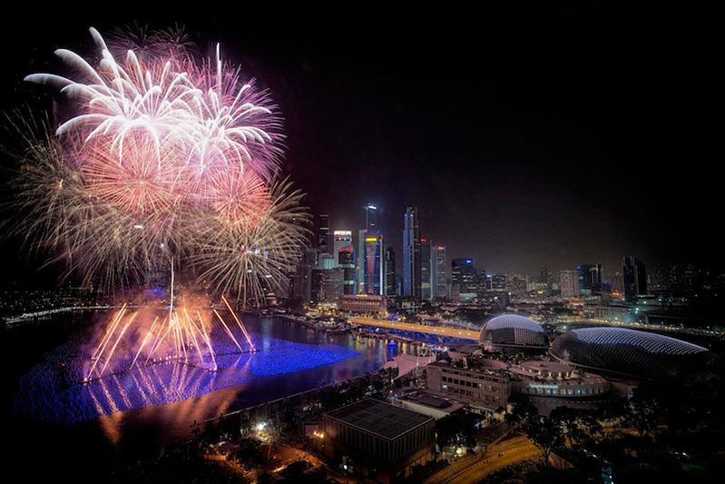 Marina_Bay_new_year_countdown_fireworks_SG50_2015_singapore_ashlogue.com_