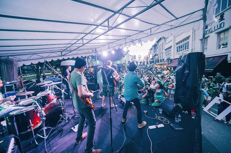 st_patricks_day_street_festival_guinness_music_band_gathering_ashlogue