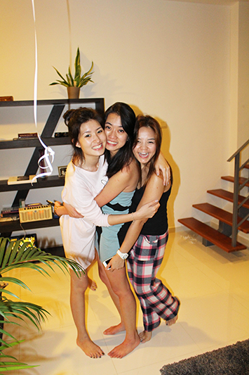 ashlogue_airbnb_ashleey_leong_singapore_birthday_house_bash_party_paya_lebar_living_turquoise_pyjamas_peter_alexander_alvinology