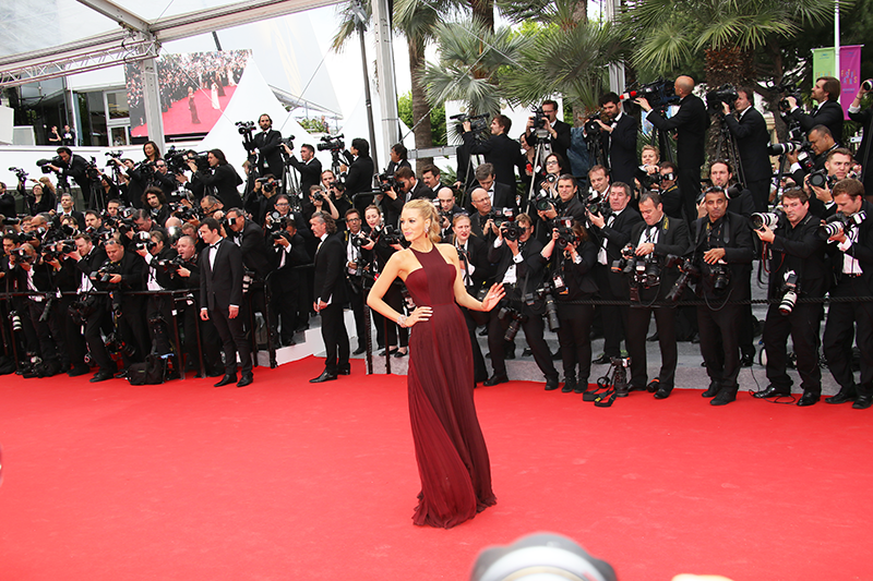 ashleey leong_ashlogue_ashloguemag_entertainment and social lifestyle magazine_cannes film festival 2016_cannes_france_blake lively_vogue blake lively_dailymail_Blake Lively in Versace