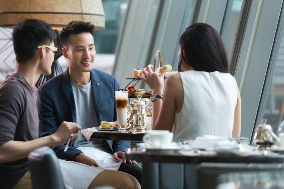 ashlogue_ashleeyleong_joshkua_violin_ashlogue-magazine_fullerton-bay_fullerton-bay-hotel-singapore_entertainment-magazine_sunday-life_fullerton